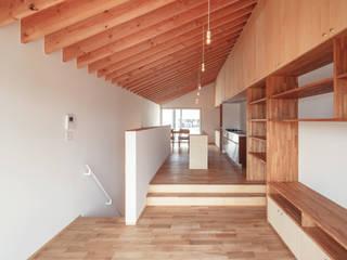 向日市の家/house of muko city モダンデザインの リビング の STUDIO RAKKORA ARCHITECTS モダン