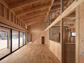 北比良の家/house of kitahira モダンデザインの リビング の STUDIO RAKKORA ARCHITECTS モダン