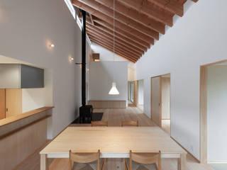 園部の家/house of sonobe モダンデザインの リビング の STUDIO RAKKORA ARCHITECTS モダン