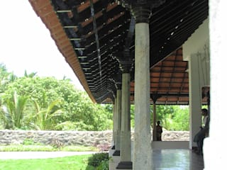 Benny Kuriakose Asian style corridor, hallway & stairs