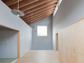 長岡京の家/house of nagaokakyo モダンデザインの リビング の STUDIO RAKKORA ARCHITECTS モダン