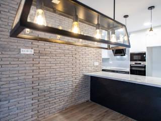 Grupo Inventia Cocinas equipadas Ladrillos Marrón
