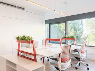 Zona de Trabalho Escritórios escandinavos por Rima Design Escandinavo