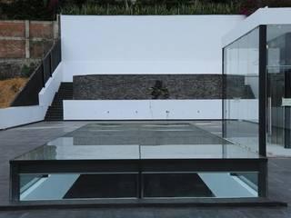 Oficinas Centrales Hackman Balcones y terrazas minimalistas de Sesife Arquitectura Minimalista
