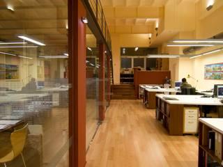 OFICINA DE FARRIOL i COL·LABORADORS, arquitectes de FARRIOL i COL.LABORADORS arquitectes Moderno