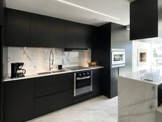 Apê Turmalina - apartamento para jovem publicitária Estúdio Dozi Cozinhas minimalistas