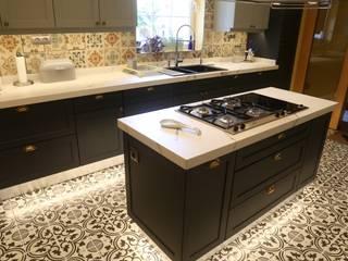 Nhà bếp phong cách hiện đại bởi İndeko İç Mimari ve Tasarım Hiện đại