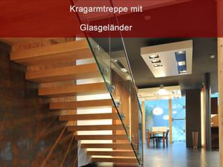 Kragarmtreppe mit Glasgeländer: modern  von MetallArt Treppen GmbH,Modern