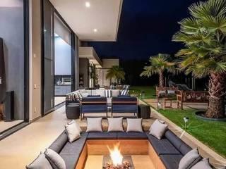 Casa Santa Helena, Valle del Cauca Balcones y terrazas de estilo moderno de DeCasas.co Moderno
