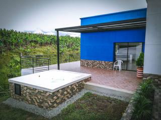 Casa campestre Azul Pasillos, vestíbulos y escaleras de estilo rural de Nacad Arquitectos Rural