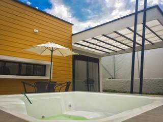 Twin House Amarilla Piscinas de estilo rural de Nacad Arquitectos Rural