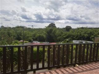 Twin House Roja Balcones y terrazas de estilo rural de Nacad Arquitectos Rural