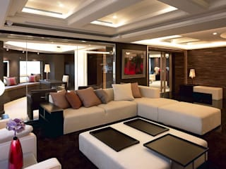 Classic style living room by 台中室內建築師|利程室內外裝飾 LICHENG Classic
