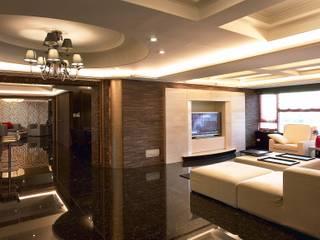 Salones de estilo clásico de 台中室內建築師|利程室內外裝飾 LICHENG Clásico