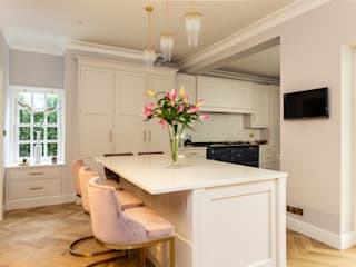 Glamorous kitchen with gold handles in Hertford John Ladbury and Company Dapur Klasik Kayu White