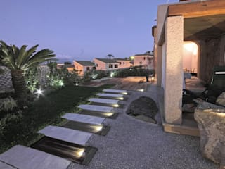 Jardins mediterrâneos por Architetto Alessandro spano Mediterrâneo
