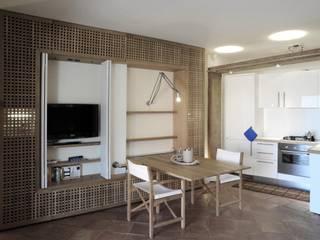 Salas de estar mediterrâneas por Architetto Alessandro spano Mediterrâneo