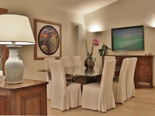 Salas de jantar mediterrâneas por Architetto Alessandro spano Mediterrâneo