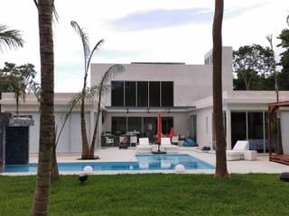 Minimalist house by Taller Veinte Minimalist