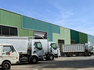 Reforma de nave para la empresa municipal de limpieza Casas de estilo industrial de AMSA Arquitectura SLP Industrial