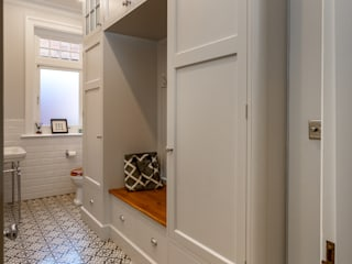 Victorian style boot room/downstairs cloakroom John Ladbury and Company Koridor & Tangga Gaya Country