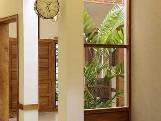 Babu Elias' Residence Renovart Classic style corridor, hallway and stairs