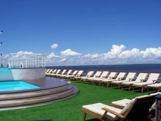 Navio de Turismo no Rio Amazonas - Iberostar FERNANDA SALLES ARQUITETURA Hotéis modernos