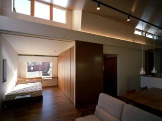 Livings modernos: Ideas, imágenes y decoración de 西島正樹/プライム一級建築士事務所 Moderno