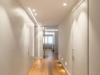 Casa Bazán Pasillos, vestíbulos y escaleras de estilo moderno de Destudio Arquitectura Moderno