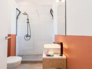Casa de banho da Casa da Torre por Rima Design Escandinavo