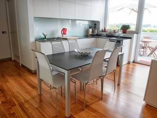 Ruang Makan Modern Oleh C.M.E. srl Modern