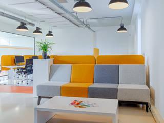 Kantoorinrichting Unalzorg Amsterdam Yben Interieur en Projectdesign Moderne kantoorgebouwen Aluminium / Zink Oranje