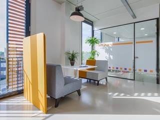 Kantoorinrichting Unalzorg Amsterdam Yben Interieur en Projectdesign Moderne kantoor- & winkelruimten Aluminium / Zink Oranje