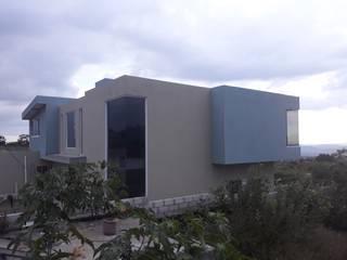 residencia de descanso Puertas y ventanas modernas de C. A. arquitectos Moderno
