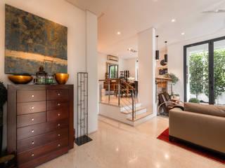 Holland Road Modern corridor, hallway & stairs by Mr Shopper Studio Pte Ltd Modern