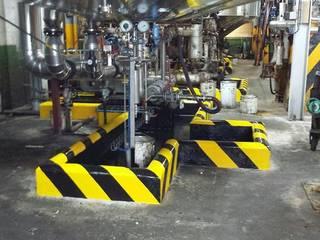 Señalización con pintura en industrias Oficinas y tiendas de estilo industrial de Rai Pintores - Pintores Industriales Industrial
