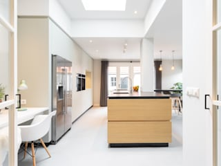 Modern kitchen by ÈMCÉ interior architecture Modern