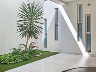 Taller Onze Ingresso, Corridoio & Scale in stile moderno Marmo Bianco