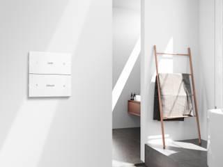 Casas de banho modernas por Gira, Giersiepen GmbH & Co. KG Moderno