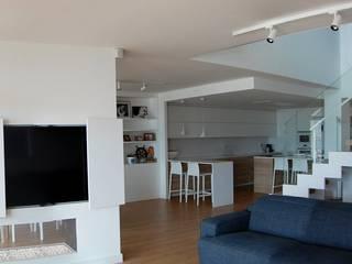 Reforma integral de vivienda en edificio plurifamiliar Salones de estilo mediterráneo de AMSA Arquitectura SLP Mediterráneo