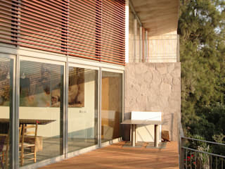 INGENIERIA Y DISEÑO EN CRISTAL, S.A. DE C.V. Moderner Balkon, Veranda & Terrasse Aluminium/Zink Holznachbildung