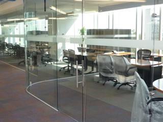 Torre Prisma 5° Piso Estudios y despachos modernos de INGENIERIA Y DISEÑO EN CRISTAL, S.A. DE C.V. Moderno