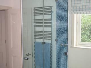 Frameless glass corner showers Casas de banho minimalistas por Ion Glass Minimalista