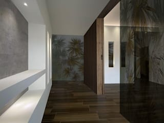 Altro_Studio Modern corridor, hallway & stairs White
