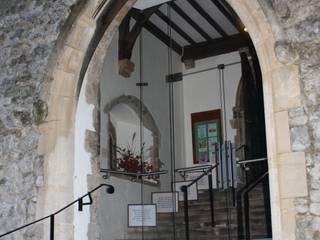 Glass porch to heritage Churches por Ion Glass Minimalista