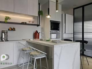 Столовая комната в стиле лофт от 品茉空間設計(夏川設計) Лофт