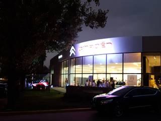 Remodelación Local comercial de venta de vehículos concesionario Citroen Casas modernas: Ideas, imágenes y decoración de Estudioarqo Moderno