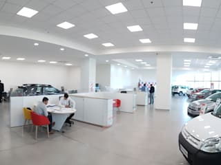 Remodelación Local comercial de venta de vehículos concesionario Citroen Estudios y oficinas modernos de Estudioarqo Moderno