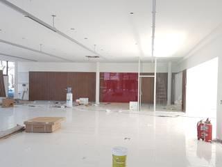 Remodelación y ampliación local comercial concesionario Honda, Mendoza, Argentina Agencias de autos de estilo moderno de Estudioarqo Moderno