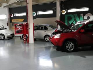 Diseño de Agencia de autos y oficinas Modena Arquitectura, S.A. de C.V. Garajes dobles